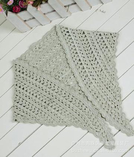 理时尚钩织三角围巾