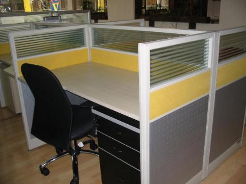 承接公司,集团,办公室的办公家具,办公屏风隔断撤装和安装服务.