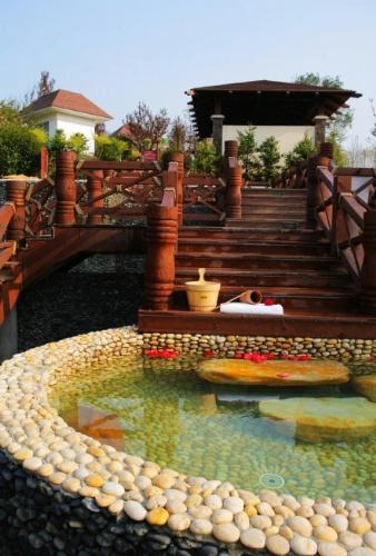 【别墅庭院景观:游泳池】_成都锦嘉园林工程有限公司