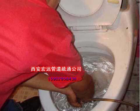 西安马桶疏通-安装维修马桶水箱漏水-马桶维修