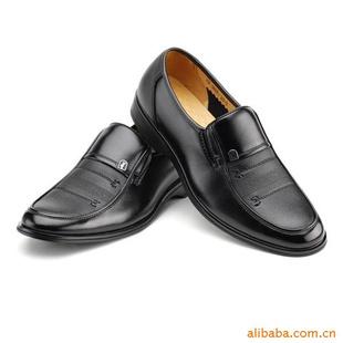 男人西装皮鞋袜子