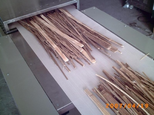 木条干燥机   微波竹片干燥杀虫机,微波竹条干燥杀虫机,微波木高清图片