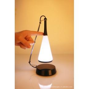 新供应带音响的触控LED台灯/USB充电触摸LED节能台灯/音乐台灯