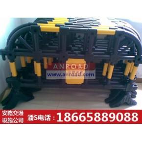 南天新型护栏研制|鹏盛公路塑料护栏|深圳施工主要用的塑料护栏