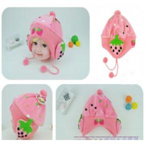 韩版秋冬新款婴儿立体草莓护耳帽 宝宝桃皮绒圆点草莓帽子