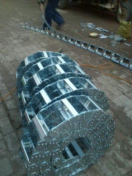 高密度耐腐蚀除尘承压型钢制拖链厂家