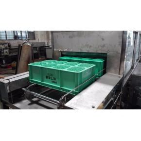 水循环使用周转箱清洗机  连续式洗箱机厂家